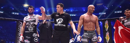 Experienced officials Goddard, Bosacki and Collett unanimously award the KSW 35 main event to Khalidov